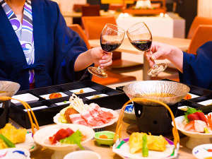 越後湯沢温泉 湯沢ニューオータニ:【御前ディナー】リゾートダイニングSNOWは浴衣利用OK。ワインで乾杯♪