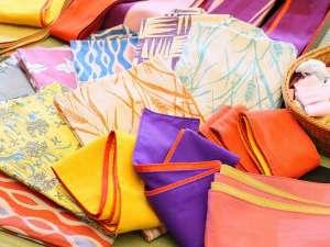 玉井別館:当館の女性用色浴衣は、シックなデザイン。お好きな柄で、温泉街をご散策いただけます。