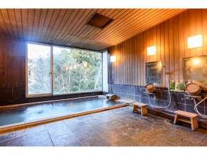 大浴場は大涌谷温泉が源泉です。ピリッとした感覚を肌にあたえる酸性の泉質となっております。