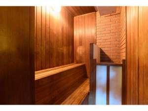 大浴場には小さなサウナ室も備えております。