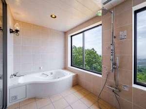 2階の客室専用風呂は、室内にあっても絶景を眺めることが出来ます!自分だけのゆったりとした時間を…。