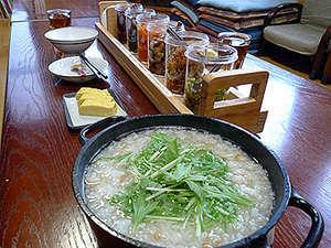 かみふらの道楽館:朝食は日替わりの朝粥&副菜たっぷりのバイキングです。