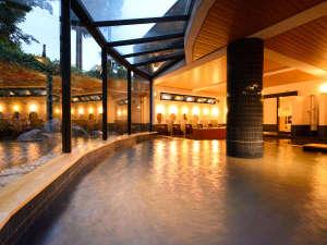 笛吹川温泉 別邸 坐忘:平成29年6月大浴場リニューアル!大きな窓で開放的です。