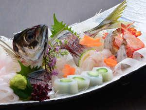 料理自慢、おもてなし自慢の別府 湯の宿 ゆるり:春夏の料理長厳選会席季節の地魚盛り合わせ(2人前盛り付け)