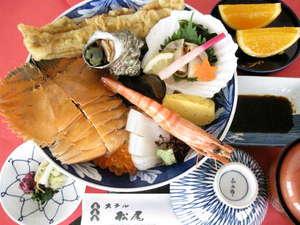 ホテル松尾:ウチワエビのインパクトが大の神楽めし。昼・夕に7階レストランでご用意しています。