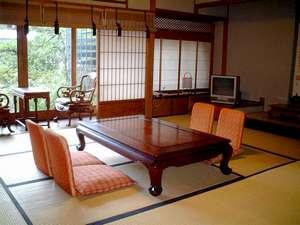 高野山 持明院:広々と、ゆったりお過ごしいただける和室(一例)