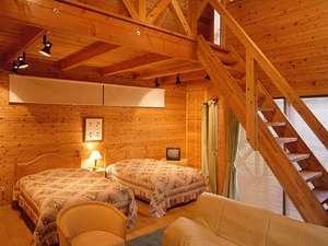 霧の森コテージ:山小屋風コテージ【ベッド5名+ふとん2名】一例…キッチンも独立しているなど、広々とした室内