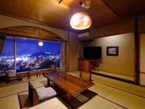 湯けむりの里 東屋(あずまや):お部屋からの望む別府の夜景