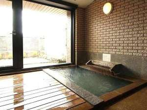 裏磐梯五色沼天然温泉源泉かけ流し貸切風呂の宿ときわすれ:源泉100%かけ流しの大浴場 貸切でどうぞ
