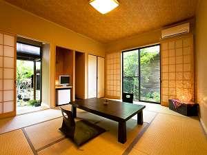 御宿 たまゆら:客室には全て専用の半露天風呂がついており、ご家族やご夫婦で誰にも気兼ねなく愉しめる。