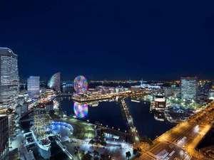 ニューオータニイン横浜プレミアム:ベイビューのお部屋(30平米以上)は、大きすぎるほどの窓から感動夜景を楽しめます!