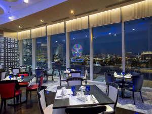 ニューオータニイン横浜プレミアム:(レストランイメージ) 高さ3メートルを超える窓から見るきらびやかなみなとみらいを楽しめます。