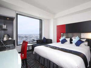 ニューオータニイン横浜プレミアム:最上階シティビューデラックスダブル。ゆったり180センチ幅ベッドだから、添い寝のお子様がいても安心!