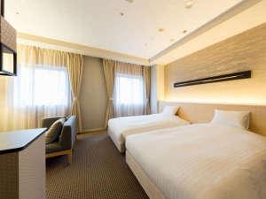 KKRホテル金沢(国家公務員共済組合連合会金沢共済会館):2015年新規造成♪31平米のワイドなお部屋♪セミダブルベッド2台設置