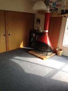 ミネハウス:暖炉が特徴的なお部屋でしたが、2016年11月に床を張り直した為、撤去いたしました。