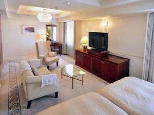 万代シルバーホテル:新潟最大のショッピングタウン・万代が望めるスイート。