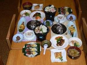 ふれ愛の宿 やすらぎ:夕食の一例