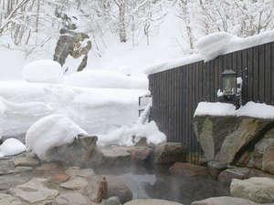 ランプの宿 青荷温泉:*【滝見の湯】男女別に露天風呂がついております。冬には雪見露天もお楽しみ頂けます。
