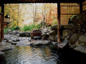 ランプの宿 青荷温泉:*秋は紅葉露天もお楽しみ頂けます