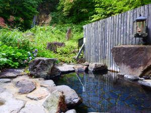 ランプの宿 青荷温泉:*【滝見の湯】竜神の滝を眺めながら一息♪