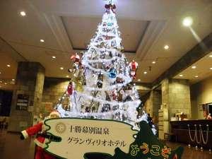 十勝幕別天然温泉 十勝幕別温泉 グランヴィリオホテル:4m近くになるタワーもクリスマス一色