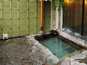 霊泉寺温泉 和泉屋旅館:*露天風呂/季節ごとに移ろうの雄大な自然美を眺めながら、日頃の疲れをぜひ癒してください。