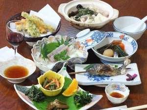 間欠泉 湯の華:【湯の華プラン・夕食例】地元で採れた山菜料理・ヤマメのお刺身や塩焼きなど、山のご馳走を召し上がれ