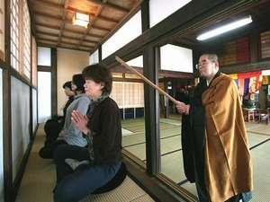 朝の坐禅会。隣接している「慈眼院」でどなたでも受けられます。
