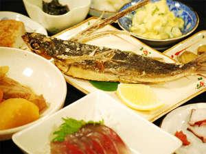 ペンション スカイビュー:★ご夕食例★屋久島の自然の素材を使った素朴な和定食をご用意致します。優しい味付けがgood!