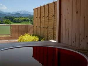 つるぎ恋月:*晴れた日には雄々しい剱岳を、客室露天からもご覧いただけます。