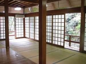 犬鳴山いこいの家:◆犬鳴山荘◆内装。吹き抜けの天井で、ロフトがあります。