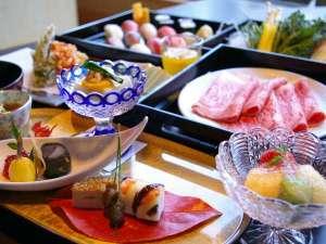 箱根強羅温泉 季の湯 雪月花:【お食事処 風月】では職人が真心こめて調理する。お寿司・天麩羅に和牛しゃぶしゃぶをお楽しみ頂けます♪