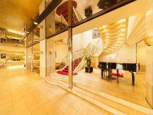 岡山ロイヤルホテル:岡山ロイヤルホテル~フロントとロビーと、グランドピアノ~