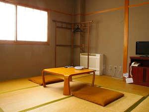 とみやま館:静かでほっと落ち着く和室。お1人様からご利用OK♪