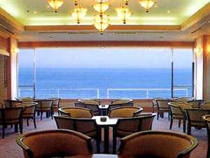 湯野浜温泉 竹屋ホテル:ロビーからは海が一望できます。