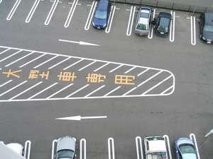 ホテルエコノ東金沢:大型車も駐車可能な無料駐車場完備!平面駐車場の為、車高を気にせず駐車可能です♪