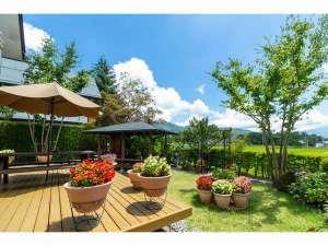 ウルルン河口湖:10名棟には各棟プライベートの庭とBBQの東屋を完備