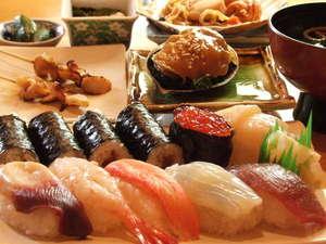 湯の川温泉 ホテル雨宮館:当ホテルから徒歩30秒!「さかえ寿司」破格の値段でこのボリューム。当館限定のメニューは見逃せない!
