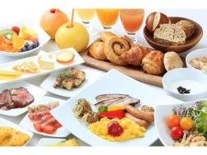 リッチモンドホテルプレミア浅草:種類豊富なパン、絞りたてグレープフルーツジュースなどご準備しております