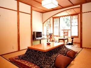 黒川温泉 やまびこ旅館:川側客室1例