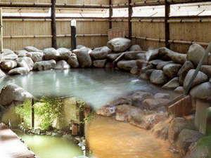 ゆとりろ洞爺湖(旧 洞爺山水ホテル和風):◆源泉100%かけ流しの露天風呂。日ごと異なる趣きの湯に大自然の息吹を感じて。
