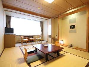ゆとりろ洞爺湖(旧 洞爺山水ホテル和風):◇和室8畳客室:和室と広縁、トイレ付のお部屋です。