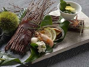 知多半島海のしょうげつ :お料理は近くの漁港から新鮮な魚貝を中心に一品づつ会席で提供。個室ダイニング「風の器」
