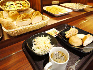ビジネスホテルフィズ名古屋空港(旧サンクロック名古屋空港):レストラン 充実した朝食バイキング