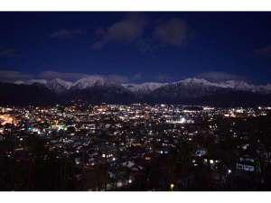 白馬Valleyの温泉宿 アルペンルートホテル:大町山岳博物館から撮影した大町市