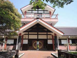 皇子原公園:【神武の館】日本神話「神武天皇生誕の地」として知られる由緒ある自然公園。