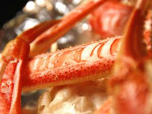 料理民宿 応挙前:応挙前の焼きがには陶板焼き♪鮮やかな紅色が食欲をそそります。