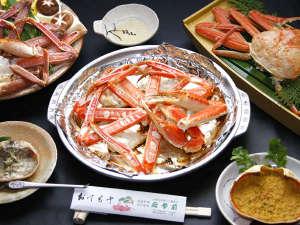 料理民宿 応挙前:冬といえばやっぱりカニ♪当館自慢の陶板の焼きがに付き!冬の味覚を存分にお楽しみ下さい☆