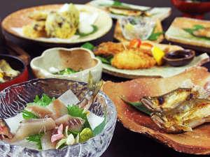 料理民宿 応挙前:鮎フルコース!!バリエーション豊富な鮎料理に酔いしれてください♪