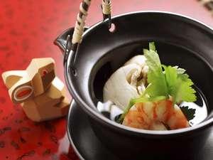 離れの宿 よもぎ埜:【料理】秋の定番「松茸の土瓶蒸」